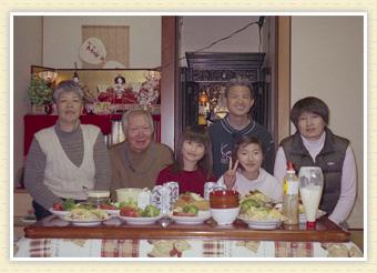 家族全員でのおひな祭り