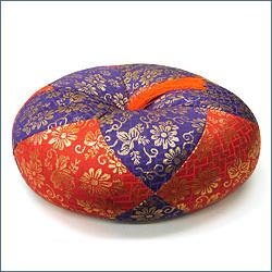 ふとん 丸型総金襴(赤紫)