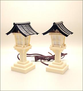 春日灯篭(黒屋根) (一対)
